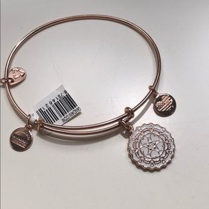 NWT Alex and Ani 'Paper Hearts' Bracelet